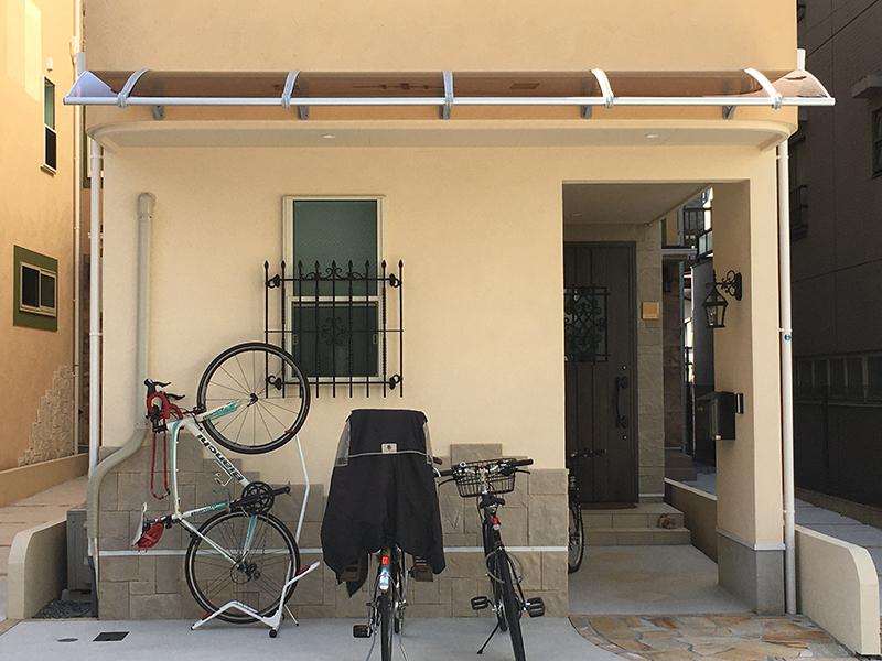 自転車置き場の施工事例ケノフィックスモデル1000ブラウン×グレー