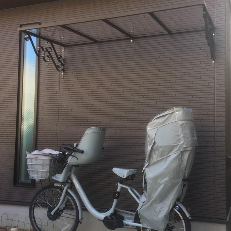 自転車置き場の施工事例ローマモデル182クリア×ブラック後付け庇専門店ひさしっくす