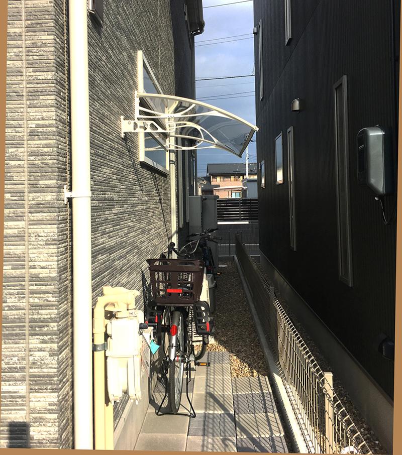 自転車置き場の施工事例Xモデル187クリア×ホワイト後付け庇専門店ひさしっくす